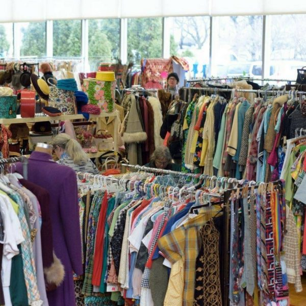 Chicago Vintage Clothing and Jewelry Show Sheridan Road and Hollywood in the Edgewater neighborhood