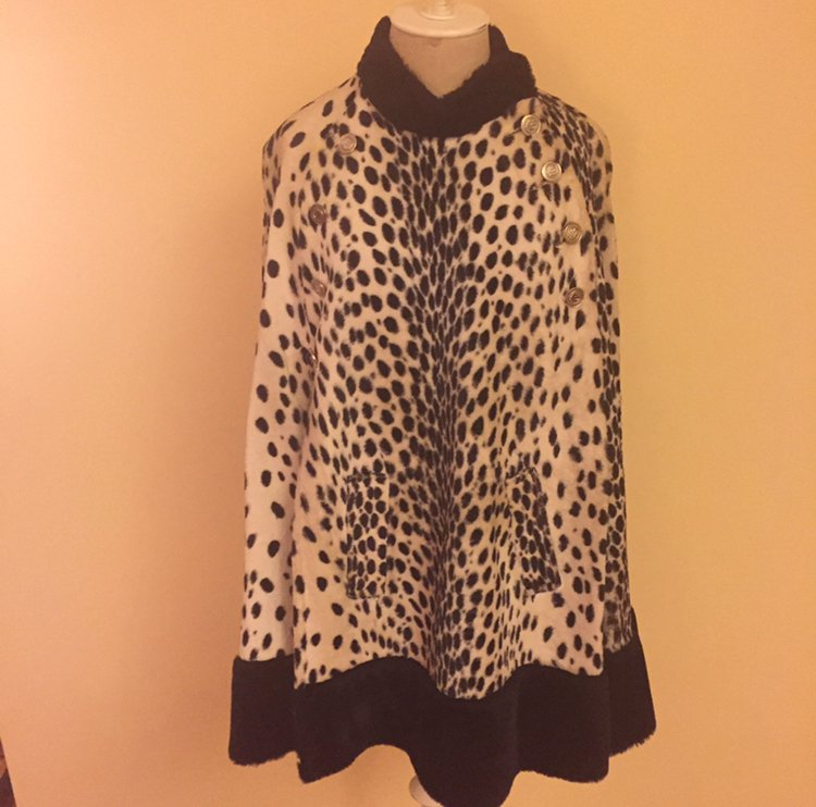 Shytown Girl Vintage at the Chicago Vintage Clothing and Jewelry Show Vintage Leopard Print cape